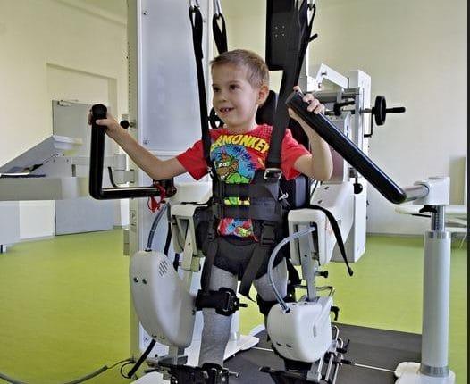 العلاج الطبيعي للاطفال للمشي