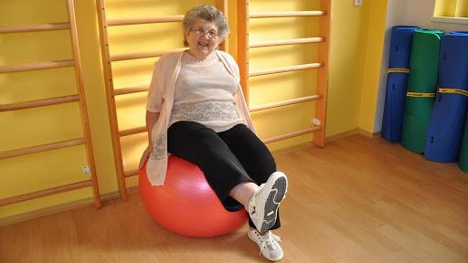 علاج طبيعي لكبار السن في التشيك